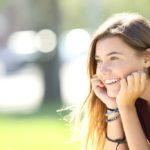 mosolygó nő